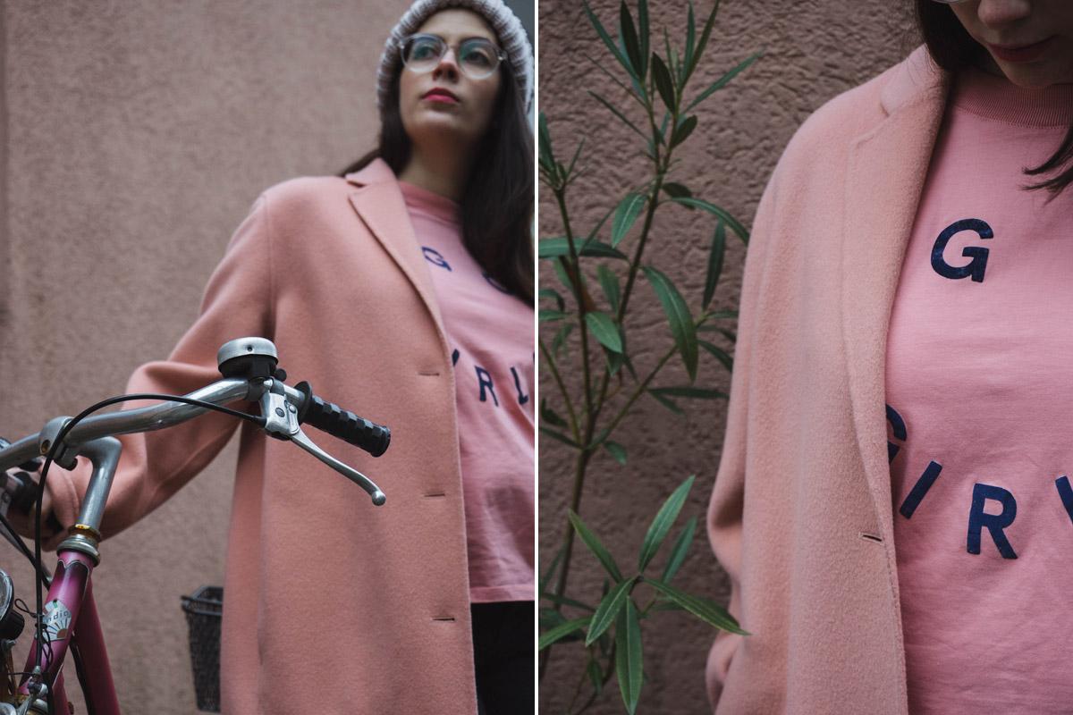 Rosa T-Shirt Go Girls von Kauf Dich Glücklich und ACNE Mantel.
