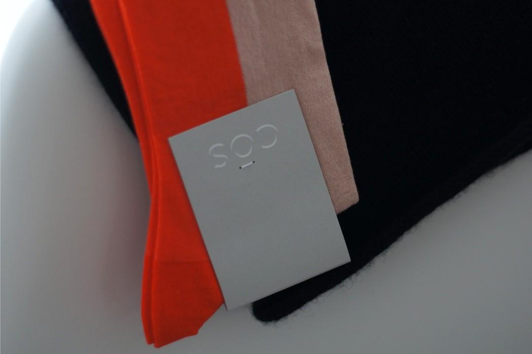 COS Socken und Kappe